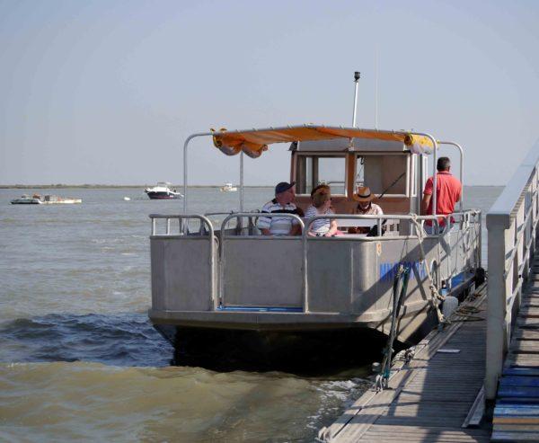 bateau transport à passagers en mer