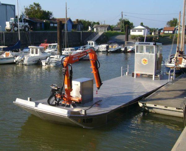 barge ostreicole avec grue