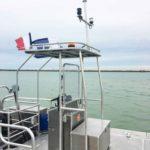bateau aluminium potence de levage
