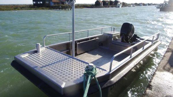 bateau de servitude portuaire