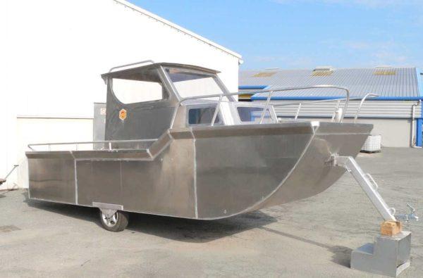 cabine bateau a moteur fond plat