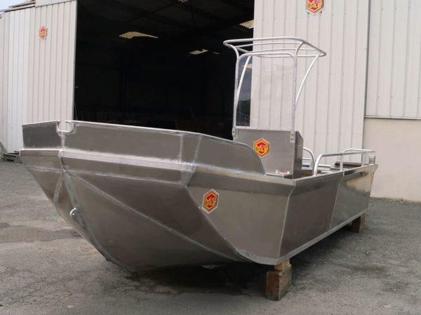 bateau aluminium coque lisse