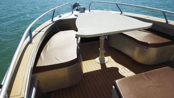 cockpit avant bateau de plaisance en aluminium